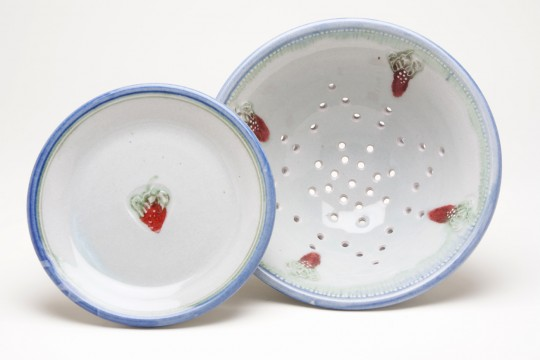A&J Young Pottery 1 attractive colander with dish